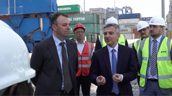 Simon Busuttil visits the Malta Freeport (file photo)