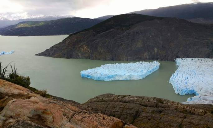 Picture released by Chile's National Forest Corporation (CONAF) showing the Grey Glacier detachment (Photo: Getty Images)