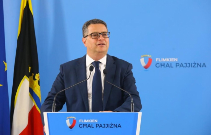 Nationalist Party leader Adrian Delia said Tourism Minister Konrad Mizzi was re-negotiating the St George's Bay deal with the Corinthia Group behind the people's backs