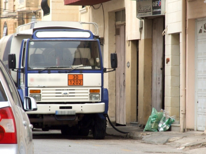 Last Sunday, MaltaToday published photographic evidence that fuel bowsers were frequently dispensing diesel into tanks in a garage in Triq il-Kultellaz in Mosta