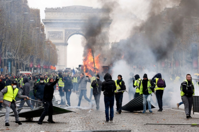 In previous weeks, French Police used teargas against protestors wearing masks (Photo:Reuters)