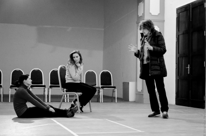 Marcelle Teuma (far right) directs Sharon Bezzina (left) and Marta Lombardi at the rehearsals for Rima: Encountering migrant narratives • Photo by Virginia Monteforte