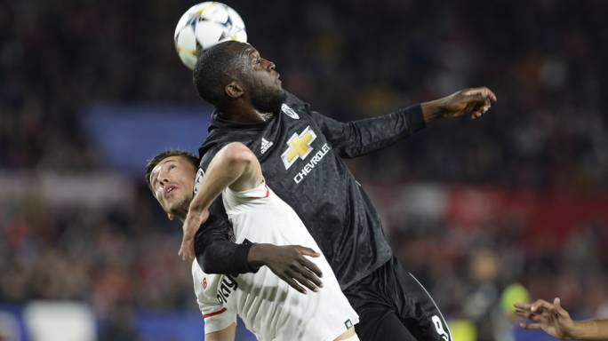Clement Lenglet and Romelu Lukaku in an engrossing tussle