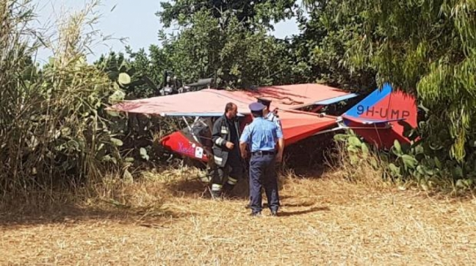 Microlight engine failure forces pilot to perform emergency landing