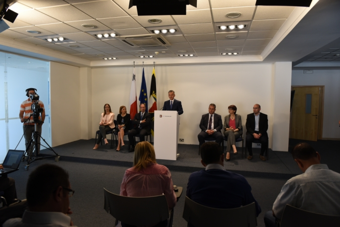 The battle to convince Simon Busuttil to stay is being fought online