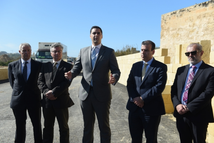 Transport Minister Ian Borg (centre) and Infrastructure Malta CEO Fredrick Azzopardi (centre-right)