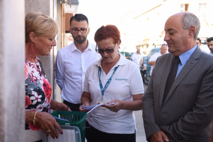 Minister Herrera handing out the first organic waste bin to a homeowner in Hamrun