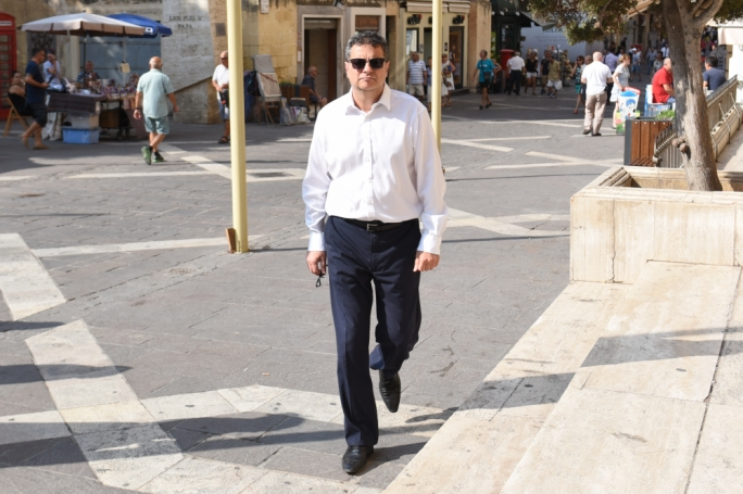 Delia is delusional. He cannot rebuild the PN