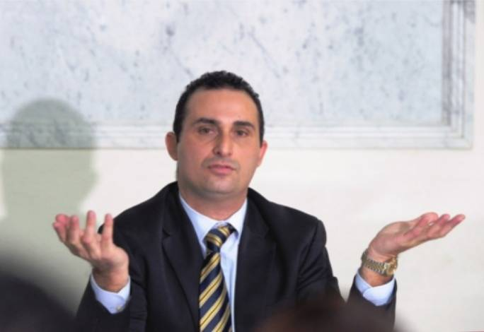 PN's door creaks open for blacklisted former MPs