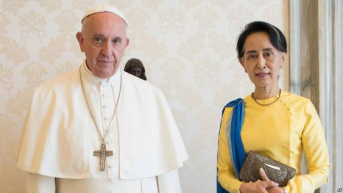 Pope Francis and Aung San Suu Kyi (Photo: VOA)