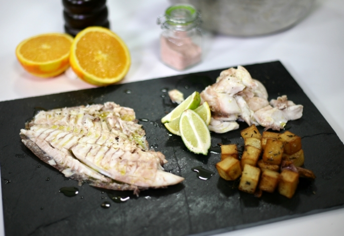 [WATCH] Baked sea bream in a salt and seaweed crust