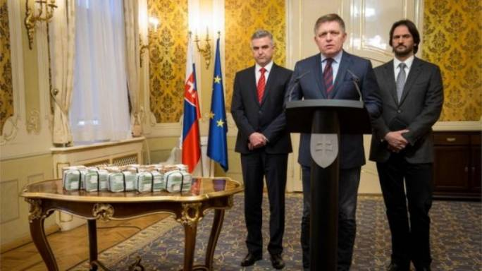 Slovak Prime minister stands besides the cash prize (Photo: BBC)