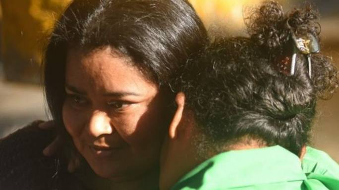 Maira Verónica Figueroa Marroquín is embraced by her mother as she leaves prison. (photo:BBC)