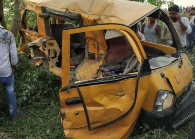 13 school children die school bus hits train in India