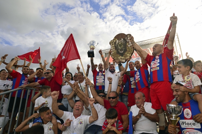 Marsa rowers, club members and fans celebrate after winning the Aggregate Shield (Photo: Ivan Consiglio)