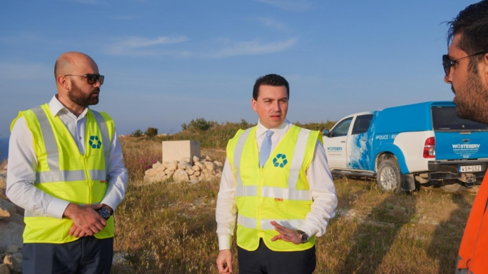 Minister Aaron Farrugia (centre) with Wasteserv CEO Richard Bilocca