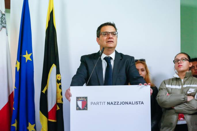 In the polls being published today in MaltaToday, PN party leader Adrian Delia continued to haemorrhage trust as his rating reached an all-time low of 7.2% in December