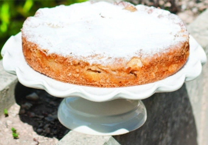 Apple and cinnamon torte