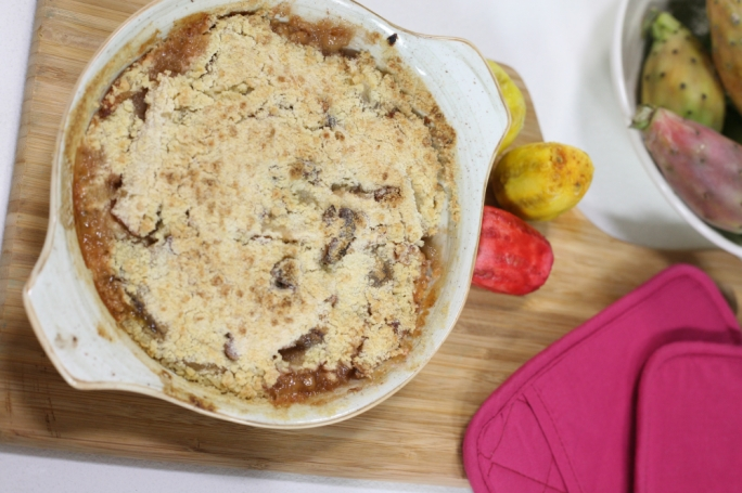 Apple and prickly pear crumble