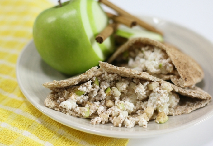 Ricotta and apple wholegrain pitas