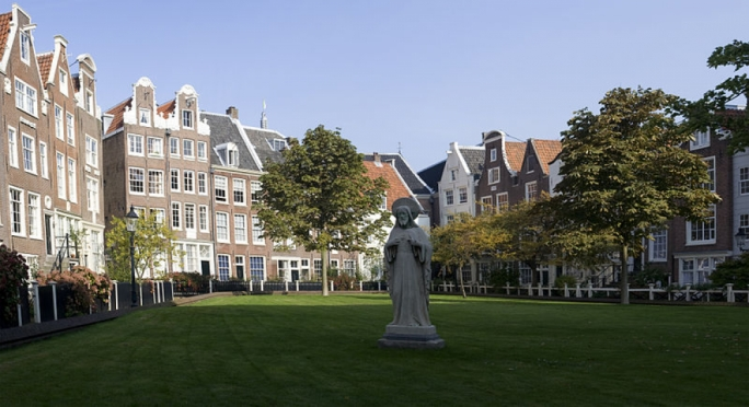 The Begijnhof offers a moment of tranquillity in the heart of the city