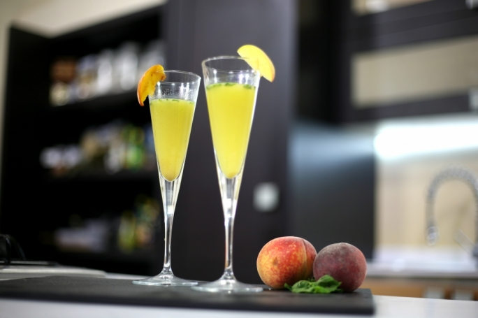 [WATCH] Maltese peach Bellini