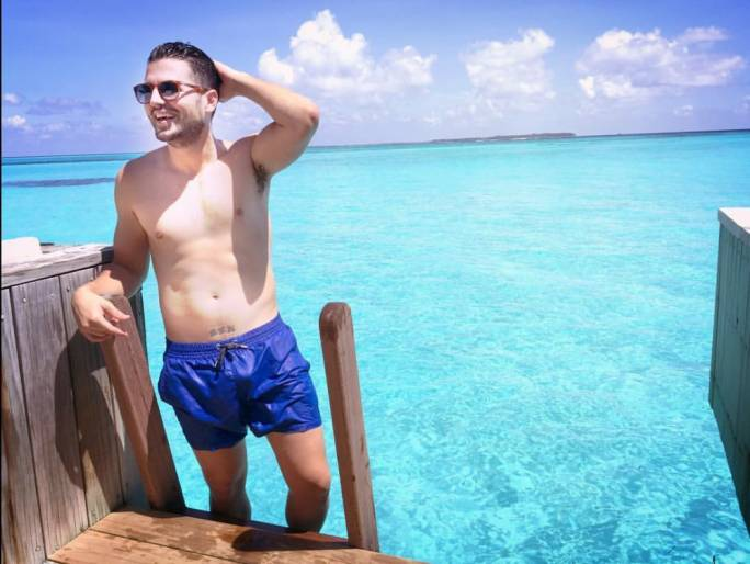 Oh, just another casual photo in the Maldives. Does that tattoo on the midriff read 'BEN'?