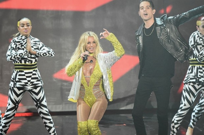 Britney Spears performing alongside rapper G-Eazy at the 2016 MTV VMAs