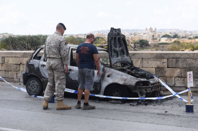 The car caught fire in Blue Grotto Avenue (Photo: James Bianchi/ MaltaToday)