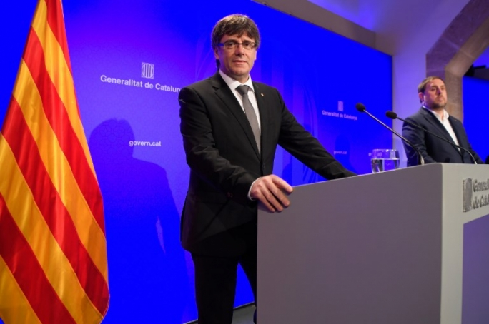 Catalan president Carles Puigdemont (L) and Catalan regional vice-President and chief of Economy and Finance, Oriol Junqueras during a press conference on Friday