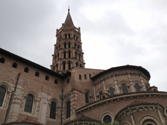 Though the bell tower of the Basilique Saint Sernin is typically Romanesque, the two topmost levels were built during the gothic era – in a gothic style to keep the tower the highest in the city