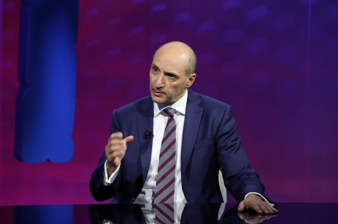 [WATCH] Chris Fearne on Dissett: 'I'd be a serious and disciplined prime minister'