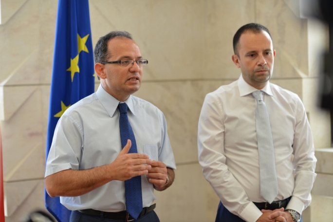 [WATCH] PN may file legal challenge over party financing watchdog • PL attacks 'PN credibility'