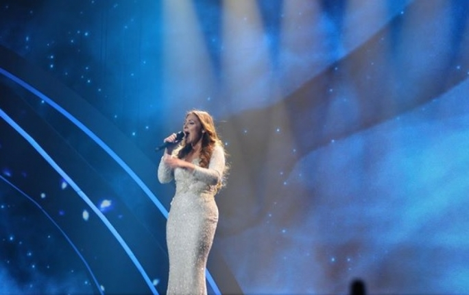 Claudia Faniello singing 'Breathlessly' at tonight's Eurovision semi-final