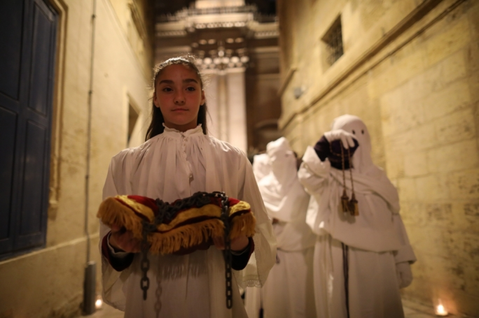 'Il-Purċissjoni s-Sewda' used to involve the participation of several people, men and women, all dressed in black, who were either penitents or else doing a penitence, sometimes by enduring severe sacrifices during the procession