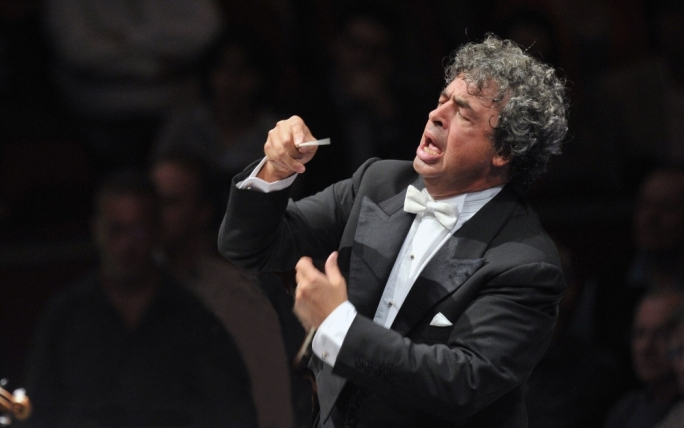 Semyon Bychkov conducts a cast of young and up-and-coming talent including American soprano Corinne Winters in a new production of Mozart and Da Ponte's opera on the nature of love