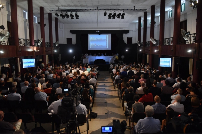 Updated | db project: Planning meeting underway in a packed hall