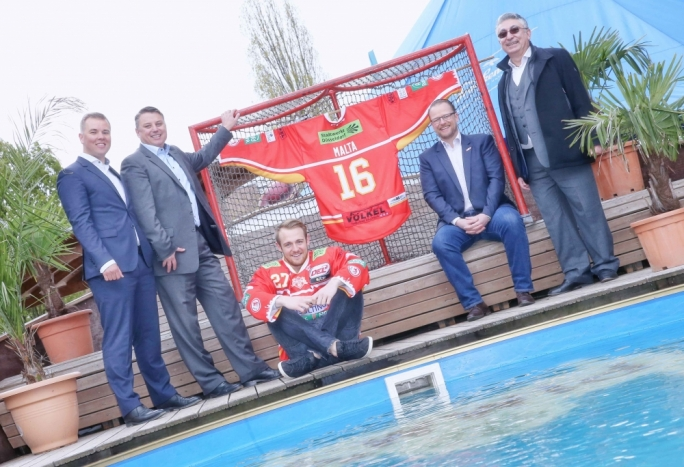 Paul Specht, Managing Director DEG Eishockey GmbH, Peter Cauchi, MTA Manager Germany, Austria & Switzerland, Tim Schüle, Player Düsseldorfer EG (Defenceman), Christof Kreutzer, Head Coach Düsseldorfer EG, Martin Frendo, Air Malta Manager Germany