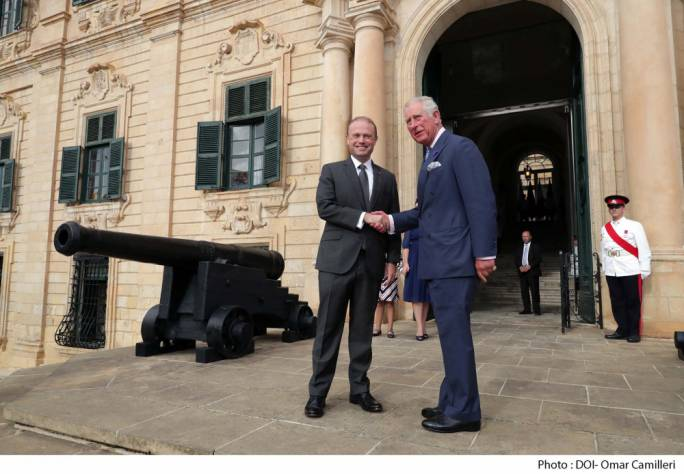 Prime Minister Joseph Muscat greeted the Prince of Wales at the Auberge de Castille, where the two leaders met to commemorate the George Cross anniversary