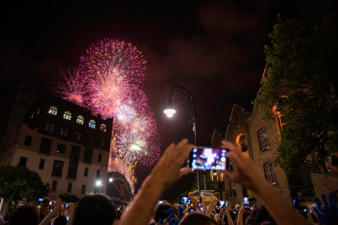 Check out Marc Casolani's take on New Year's Eve in Sydney and much more in the November issue of Vida