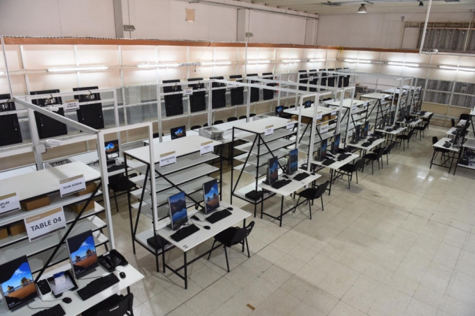 [WATCH] Vote counting hall transformed as electronic system in place for European elections