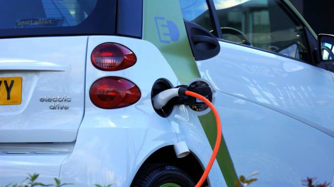 Limiting number of petrol stations could boost use of electric vehicles, expert suggests