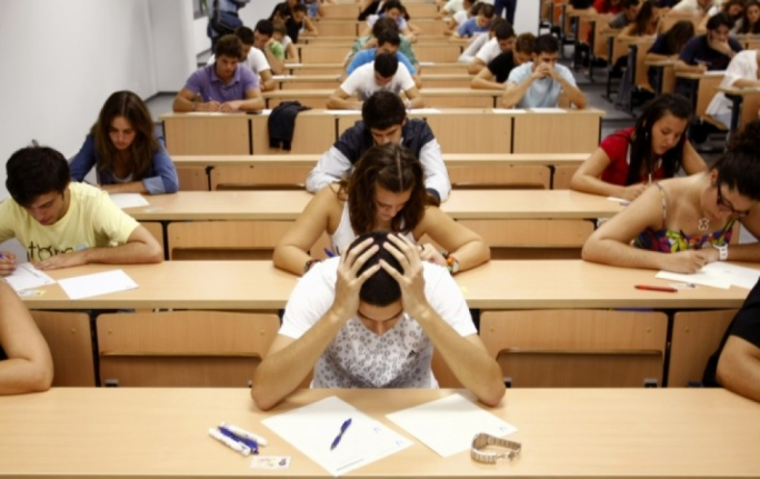 Most students sitting for their Maltese A-level can express themselves confidently, an examiner's report for the latest session of A-level said, but some candidates sitting for the oral examination have been noticed making exaggerated use of fillers, while others coined non-existent words