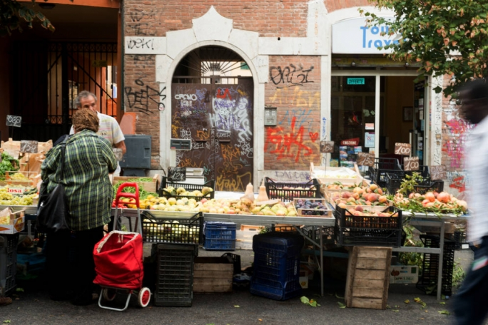 Buy regional, seasonal fruit and veg from the farmers market in Pigneto