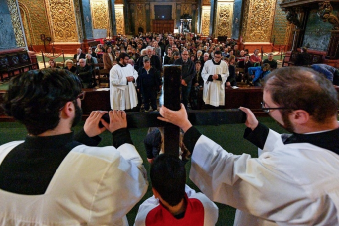 Catholics commemorate Christ's passion on Good Friday (Photo: Curia Communications Office/Ian Noel Pace)