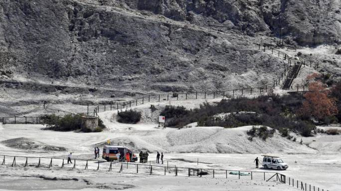Rescue workers block off Solfatara di Pozzuoli. (Photo: The Guardian)