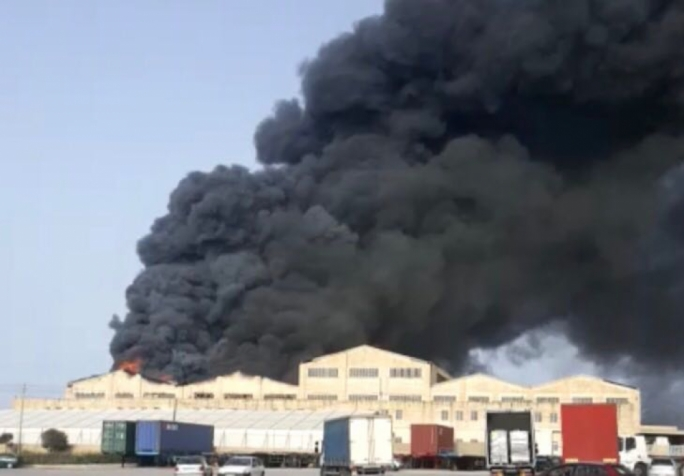 [WATCH] Fire, heavy smoke engulfs factory in Hal Far