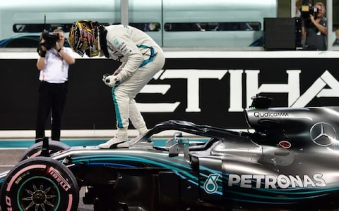 Hamilton takes Pole in Abu Dhabi