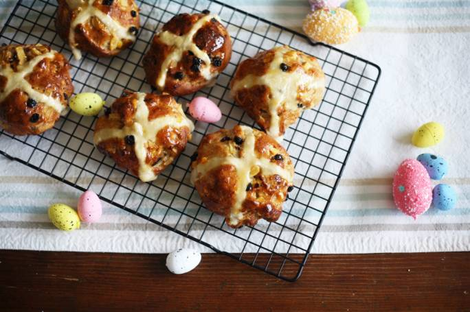 Wholemeal hot cross buns