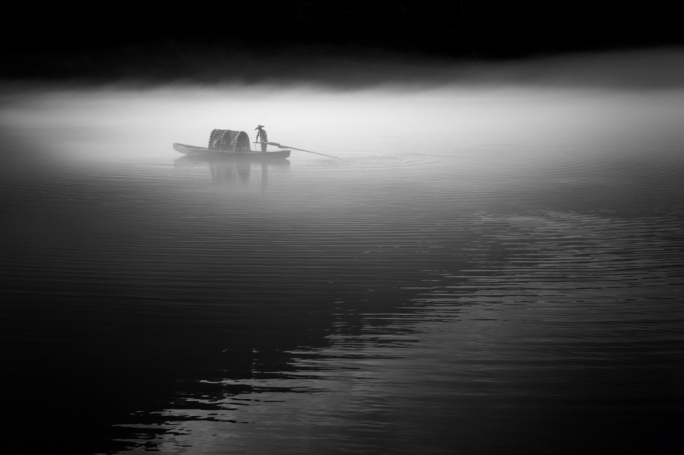Fisherman casting his net – 2013 (Jino Lee/tpoty.com)